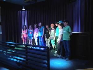 koulun 4.luokkalaisten lauluryhmä